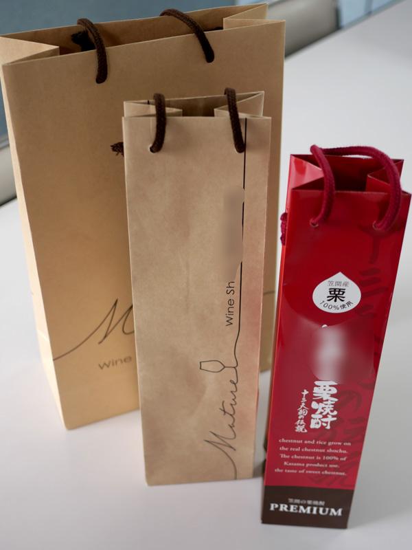 お酒を運ぶ袋たち002