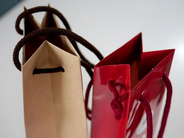 お酒を運ぶ袋たち003