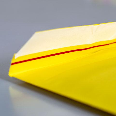 フラップの両面テープと開封テープ
