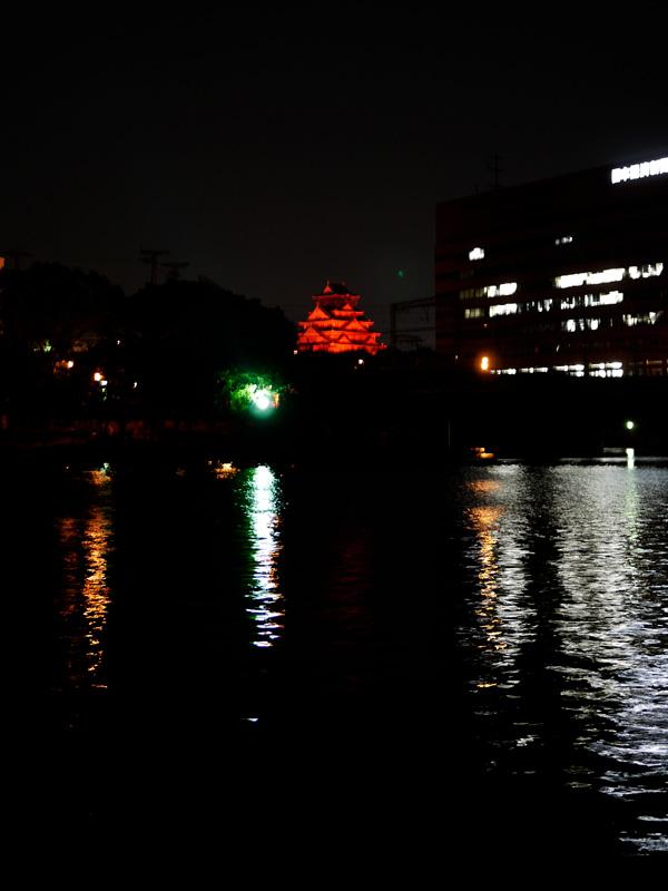 真っ赤に染まる大阪城